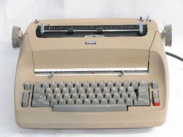 Vintage IBM electric typewriter w/ font ball