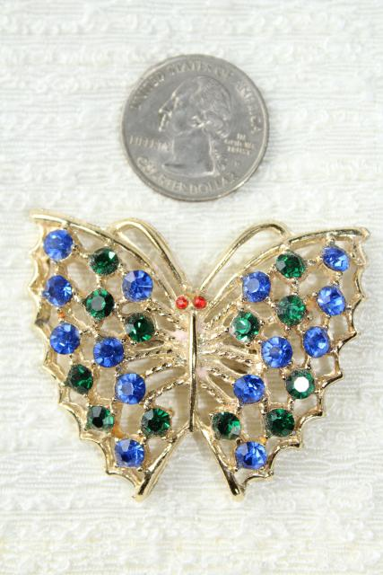 vintage jewelry lot, Weiss screw back & clip on earrings w/ rhinestones, creamed spinach bakelite