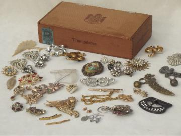 Vintage junk jewelry lot, shabby rhinestone costume jewels pins, clips etc.