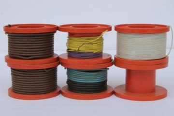 Vintage Lionel train hookup wire spools, cable reels for flat bed load cargo
