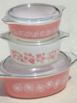 Vintage pink & white Pyrex lot, daisy & gooseberry pattern casseroles