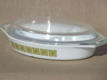 Vintage Pyrex, verde green & white divided casserole w/ clear Pyrex glass cover