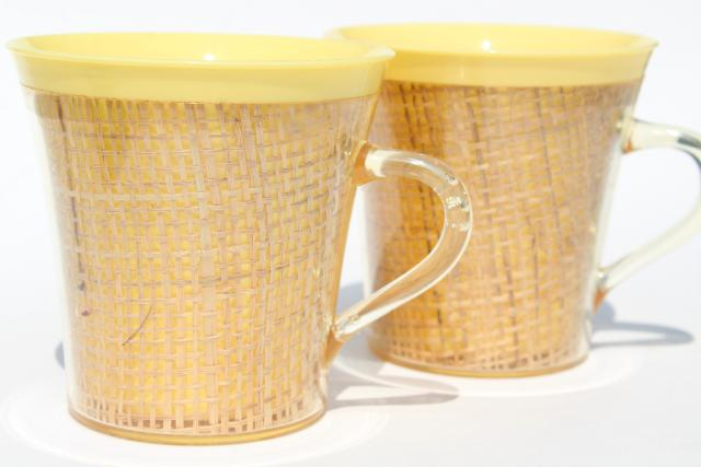 vintage raffiaware, burlap / colored acrylic plastic mugs, retro 60s 70s tiki bar / beach hut