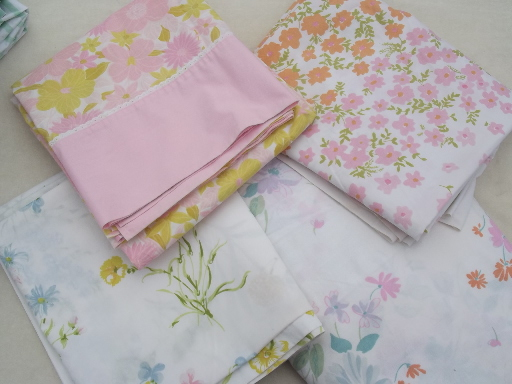 Vintage sheets for bed linens or sewing, retro floral prints ...