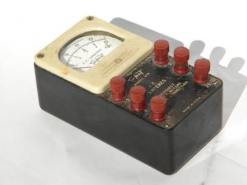 Vintage Triplet model 670 AC ammeter with bakelite case