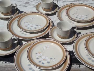 Watercolors stoneware dishes set for 4 retro Hearthside Japan dinnerware