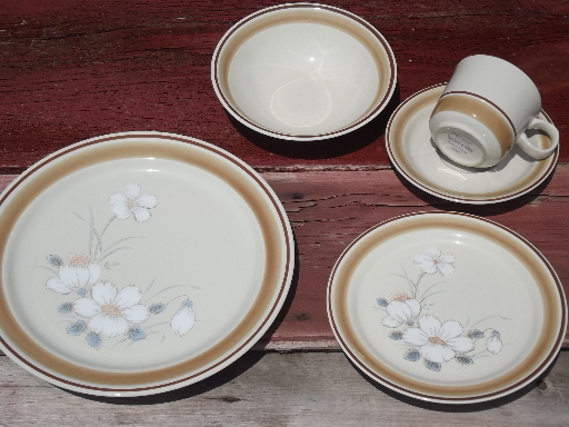 watercolors stoneware dishes set for 6 retro hearthside japan dinnerware - Stoneware Dishes
