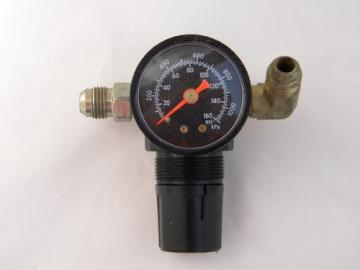 Watts Fluidair R364-02C compressed air regulator w/gauge