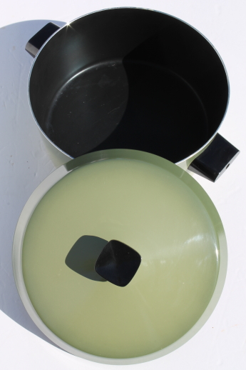 West Bend Country Inn retro green dutch oven 5 qt pot w/ lid, teflon lined